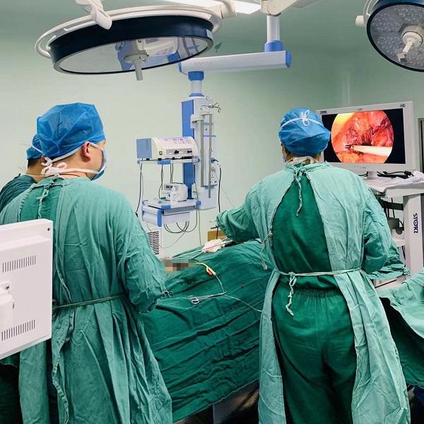手术中图片 (2).JPG